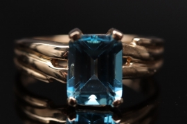 Golden ring with Topaz