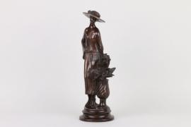 Stehende Dame, Bronze datiert 1910