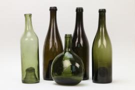 Fünf antike, formgeblasene Weinflaschen, deutsch, Mitte 19. Jh.