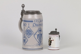 Zwei Bierkrüge, München um 1900 und 1985