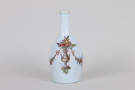Milchglasflasche mit Emaildekor, Bayern oder Böhmen um 1800