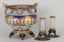 Cachepot und Paar Vasen mit Emaildekor, Wien um 1920/30