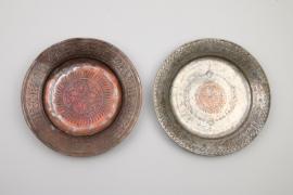 Zwei osmanische Kupferteller mit armenischen Inschriften, Türkei, 19. Jh.