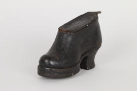 Erotische Tabakdose in Form eines Damenschuhs, deutsch um 1800