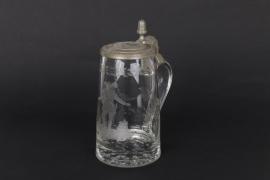 Biedemeier-Glaskrug mit jagdlichem Schliffedekor, süddeutsch um 1830
