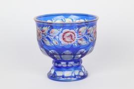 Fußschale aus blauem Überfangglas, Böhmen um 1920/30