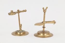Zwei Wachsstockhalter aus Messing, deutsch um 1800