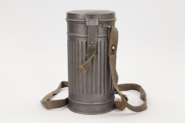 Wehrmacht 1936 gas mask can + straps