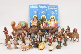 32 + Konvolut Krippenfiguren und Tiere