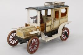 Antikes Blechspielzeugauto um 1910