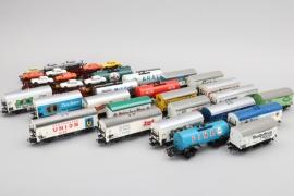 28-teiliges Konvolut Wagons Spur H0