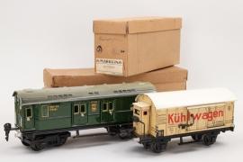 Märklin - Spur 0 zwei Wagons Kühlwagen und Postwagen Reichsbahn