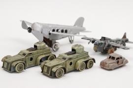Konvolut Blechspielzeug Flugzeugeuge & Fahrzeuge