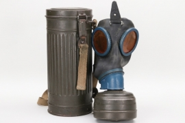 Wehrmacht gas mask & can