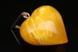 Herzförmiger Bernsteinanhänger