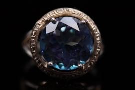 Ring mit großem Neptun-Topas