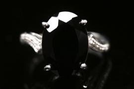 Silberring mit schwarzem Spinell