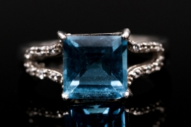 Silberring mit hellblauem Topas