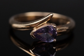 Gold ring with pear-shaped zircon