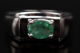 Silver ring with Kagem-emerald