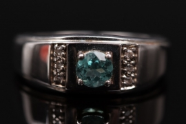 Silver men's ring with apatite