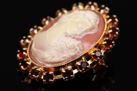 Cameo brooch with Bohemian garnets