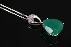 Silver necklace and pendant with pear-shaped chalcedony