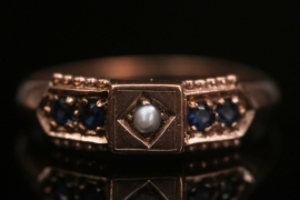 Antique golden Ring with Pearl and sapphires