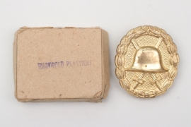 WWI Wound Badge in gold in case