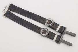 Hangers to TeNo leader's dagger - Assmann