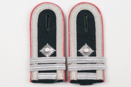 Heer Panzerjäger shoulder boards for a Fähnrich