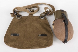Wehrmacht canteen with cup and bread bag