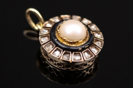 Art Déco style pearl and diamond pendant