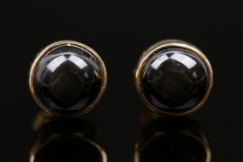 Ear studs with black gemstone