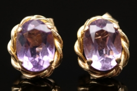 Ear studs with light violet gemstone