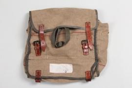 Wehrmacht horse's gas mask bag - bwz44