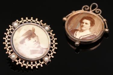 Anhänger und Brosche mit Fotos im Viktorianischen Stil