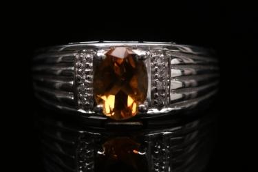 Silberring mit Citrin im Ovalschliff und Diamanten