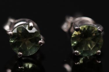 Silver ear studs with brilliant cut apatites