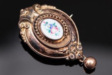 Biedermeier tinsel brooch with enamel Details