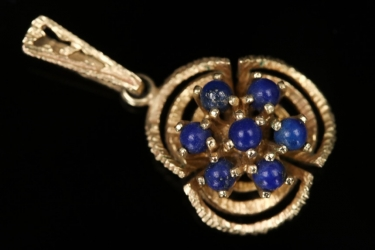 Small floral pendant with blue gems