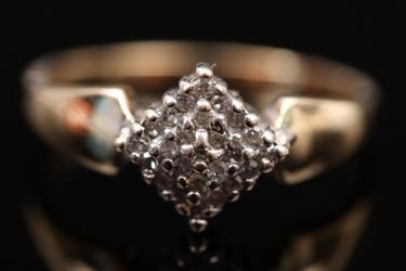 Diamond-shaped ring