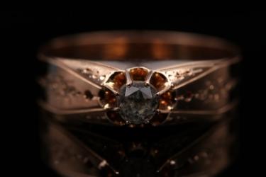 Rosé gold gemstone ring