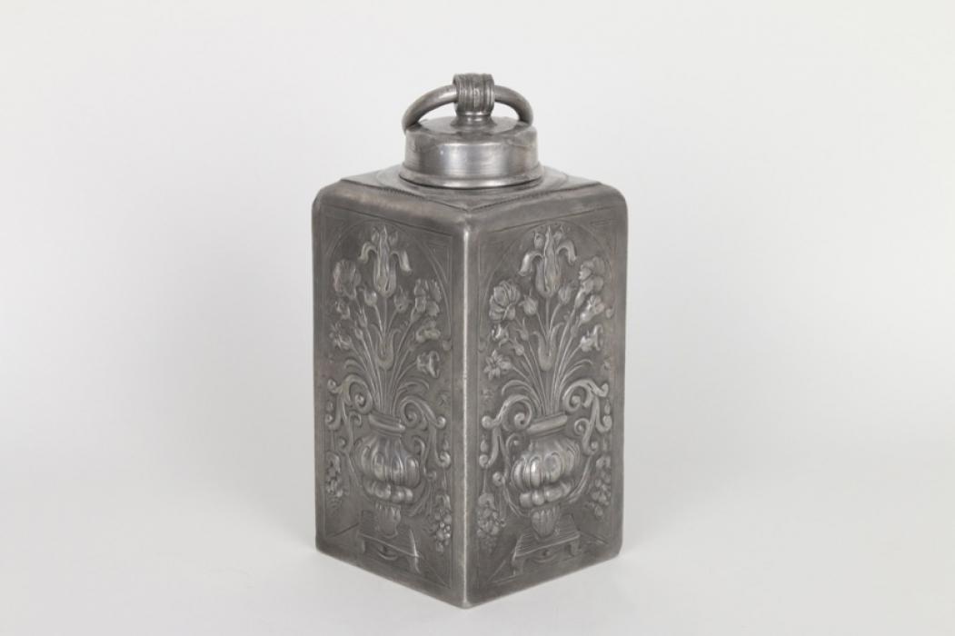 Schraubflasche aus Zinn Mit Reliefdekor, Tübingen um 1820