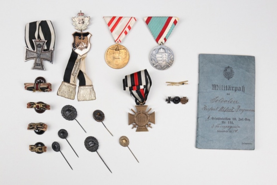 WW1 lot of badges miniatures & documents