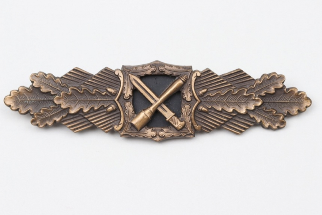 1957 Close Combat Clasp in bronze