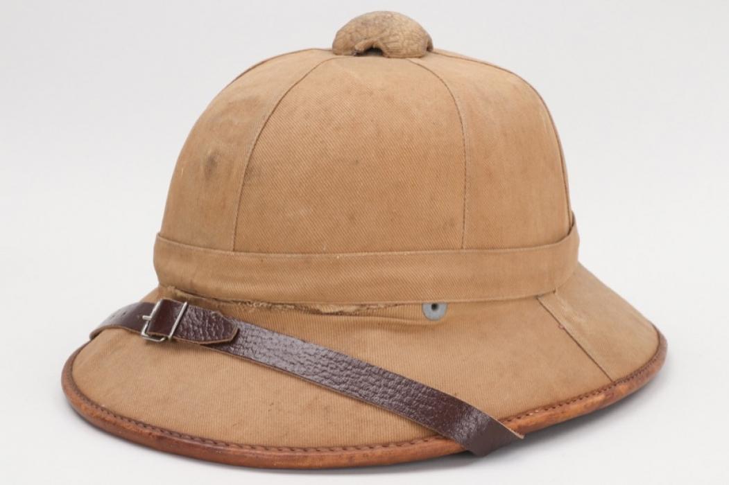 Heer tropical pith helmet