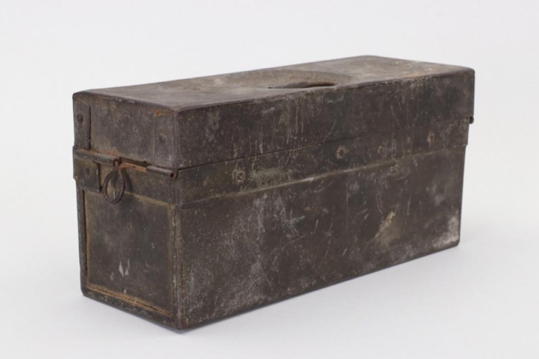Wehrmacht ammuntion metal case