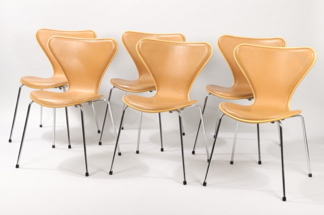 Set Of Six Fritz Hansen Series 7 Dining Chairs // Arne Jacobsen