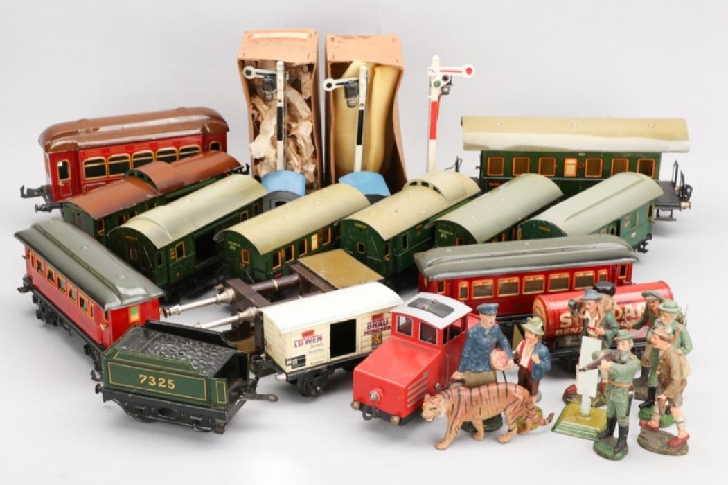 Märklin - Elastolin - Konvolut Eisenbahn und Figuren